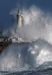 Mouro-Island-Lighthouse-in waves