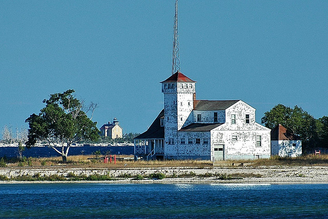 Plum and Pilot Island Lighthouses, photo from flickr by bearhuelman