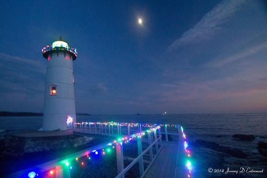 Portsmouth Harbor LIght, Christmas lights-550x366