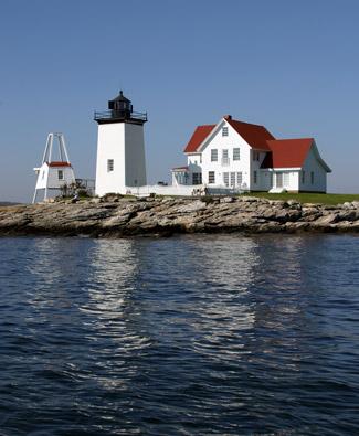 Hendricks Head Lighthouse, ME, photo courtesy lighthousefriends.com