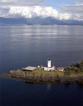 Five Fingers Lighthouse, photo courtesy lighthousefriends.com.
