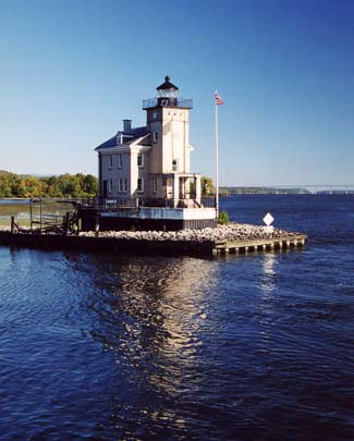 Rondout Creek Lighthouse, NY, courtesy lighthousefriends.com.